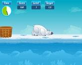 Полярный медведь на рыбалке