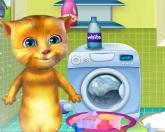 Джинджер стирает одежду