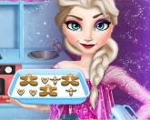 Эльза готовит на кухне