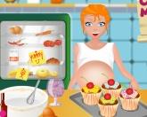 Будущая мама на кухне