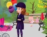 София на прогулке с ребенком