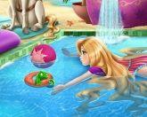 Рапунцель в бассейне