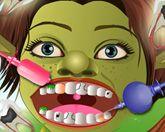 Фиона лечит зубы